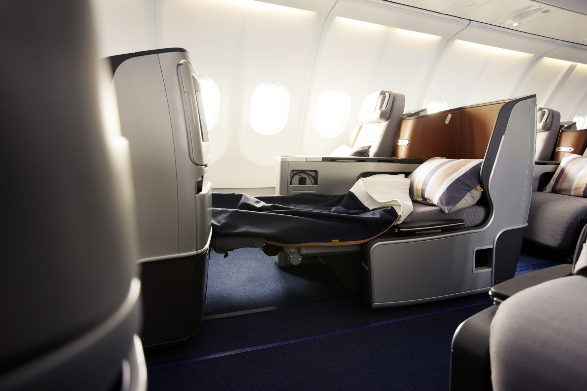 lufthansa keeps middle seats but makes changes in 747 400 refit runway girlrunway girl. Black Bedroom Furniture Sets. Home Design Ideas