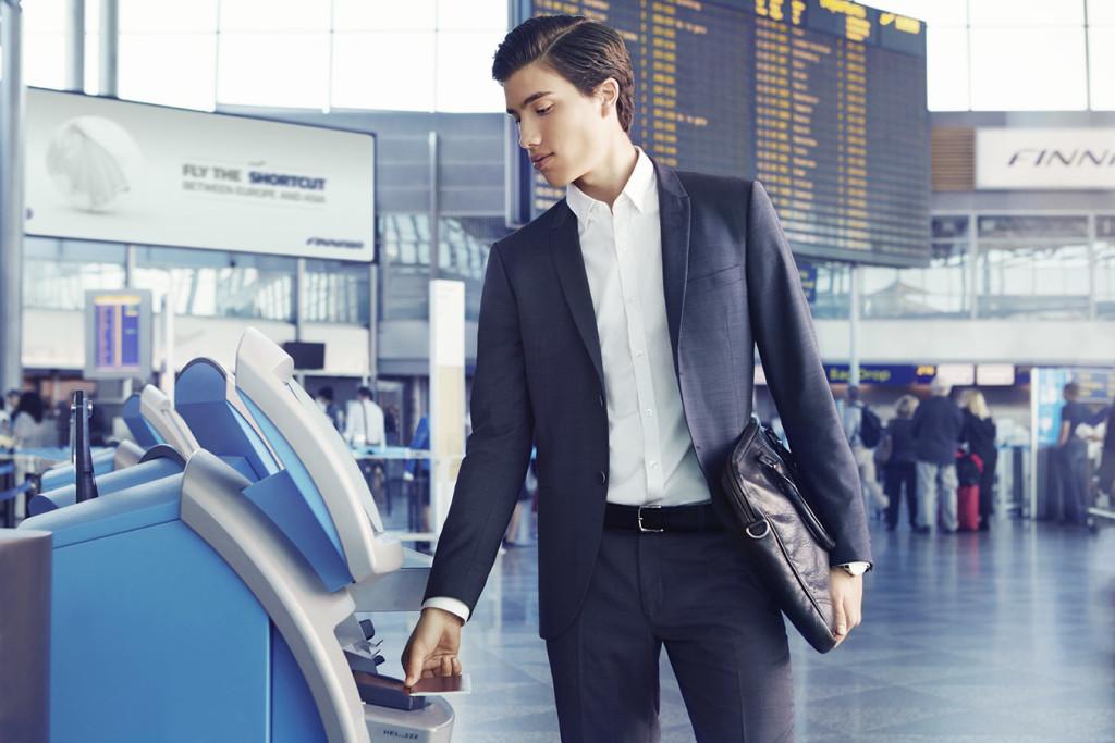 Finnair check in man 01 Low