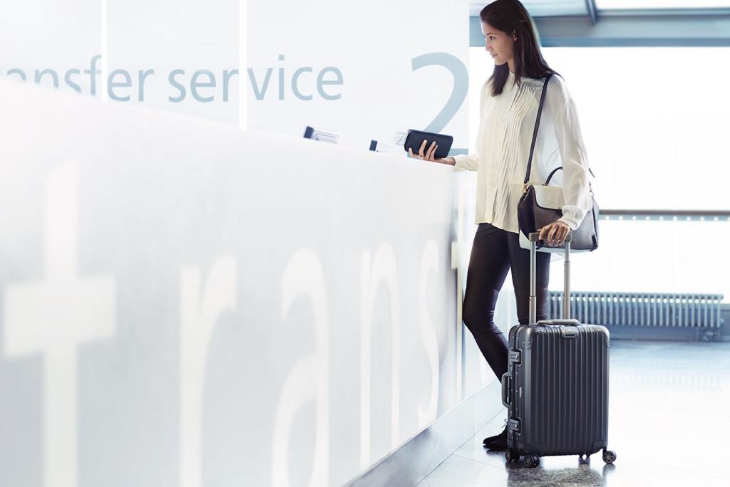 Finnair woman at transfer desk 01 Low