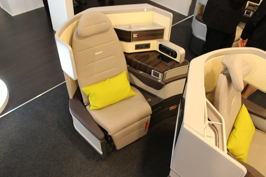CL6710 business class seat - Recaro at AIX 2015 - IMG_6916