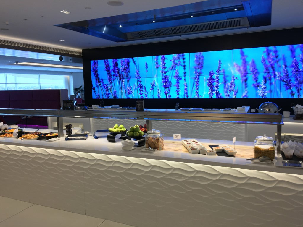 A visual wall and theater kitchen make a big impact in the Air NZ Sydney lounge