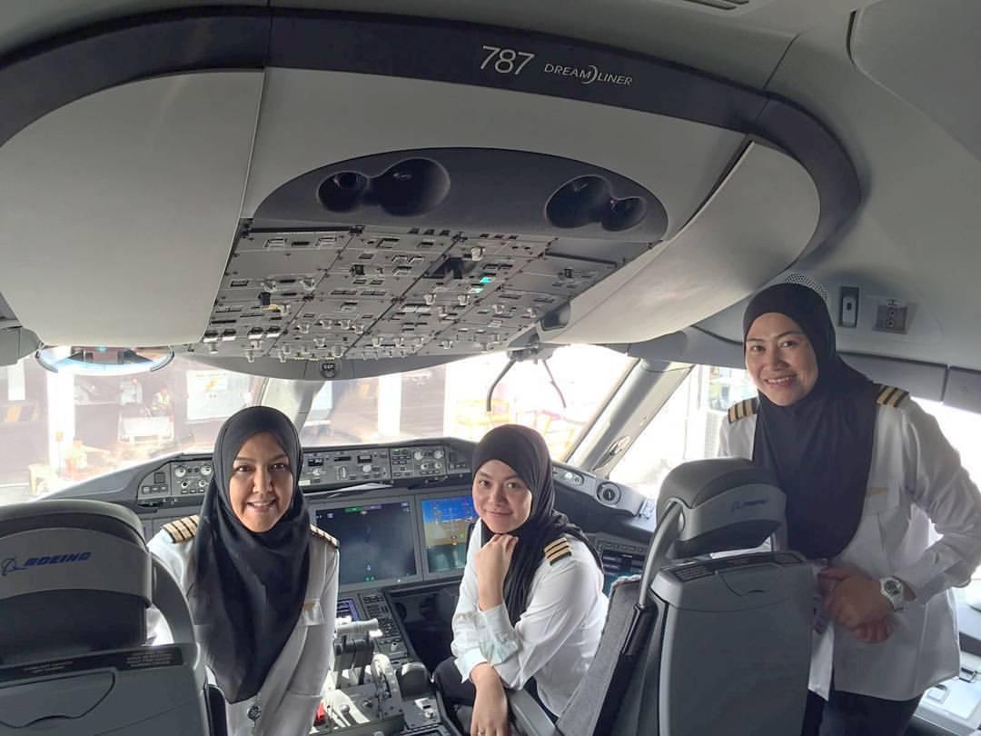 Royal Brunei female dreamliner crew