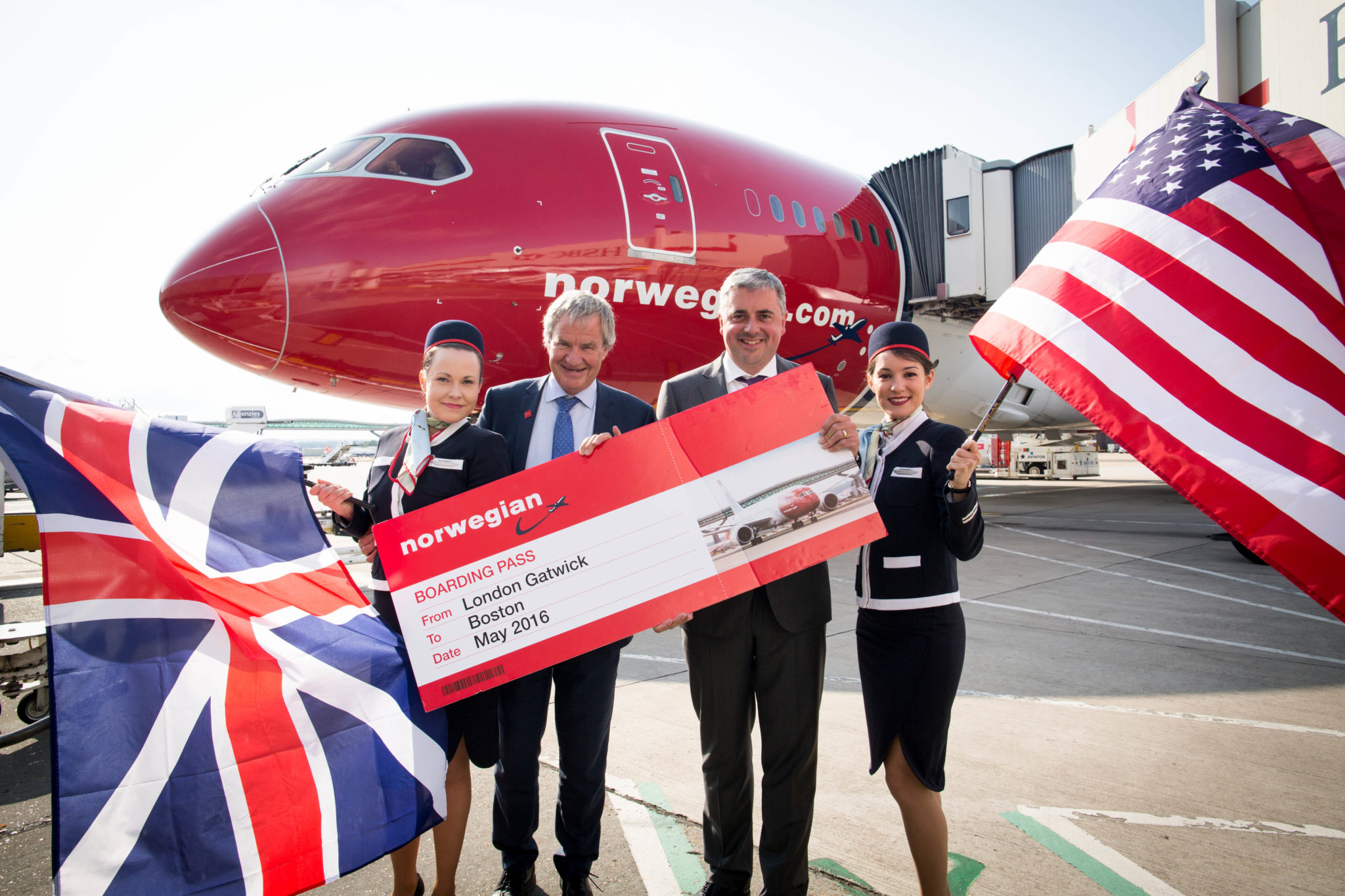 July 2015: Norwegian CEO Bjorn Kjos and Gatwick Airport Chief Executive Stewart Wingate announce new London to Boston route with the help of cabin crew Riikka Tikkanen and Olga Jimenez Image: Norwegian Air