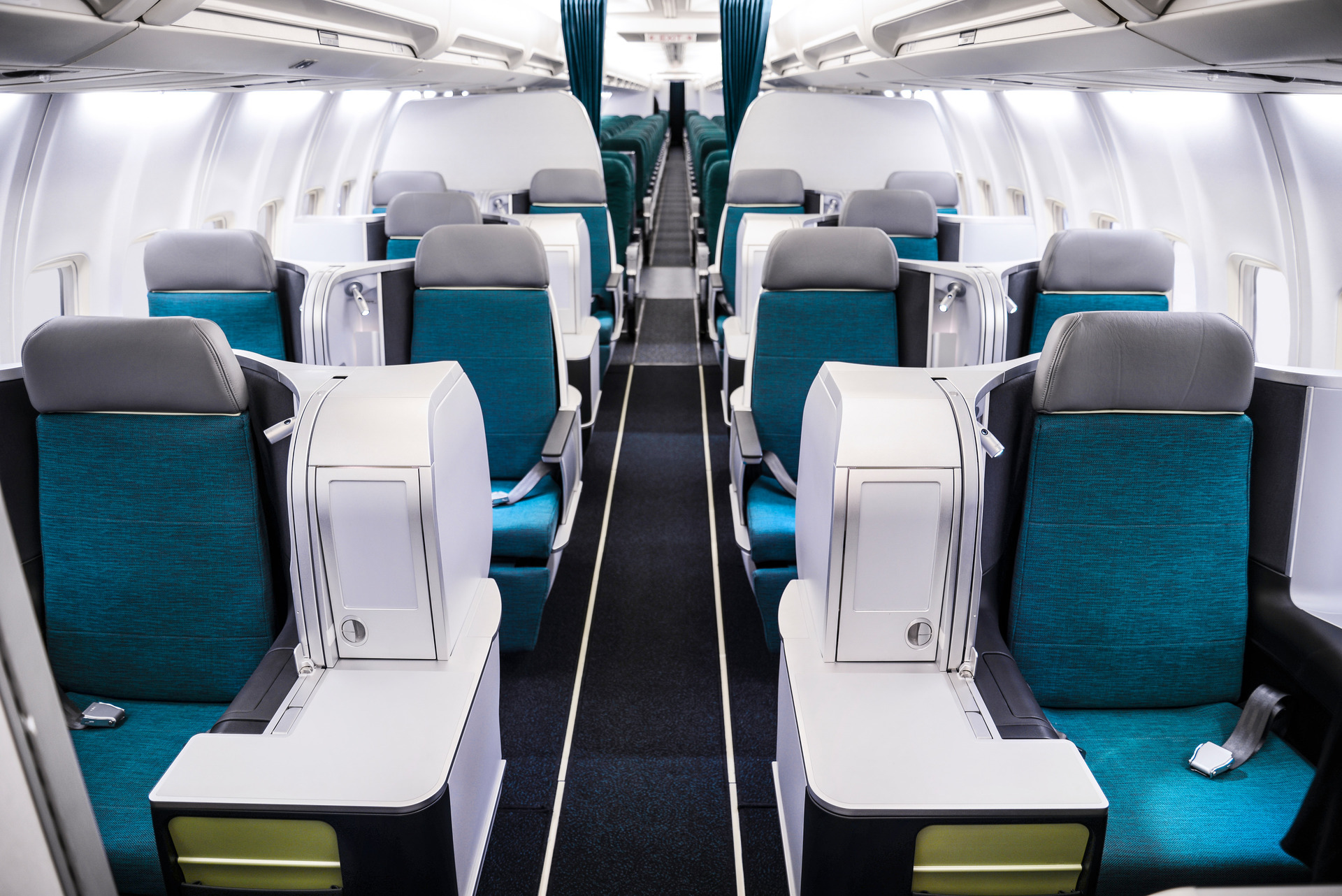 In Aer Lingus' 757, the four rows of business and a few rows of economy are in front of doors 2. Image: Aer Lingus
