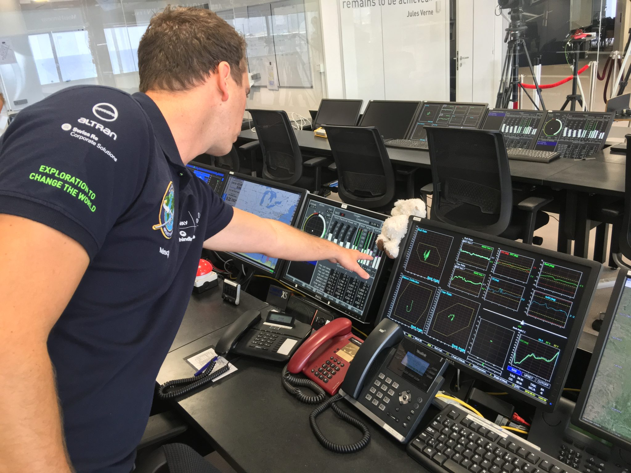 Solar Impulse's Monaco Control Center analyses and acts on a huge number of data points. Image: John Walton