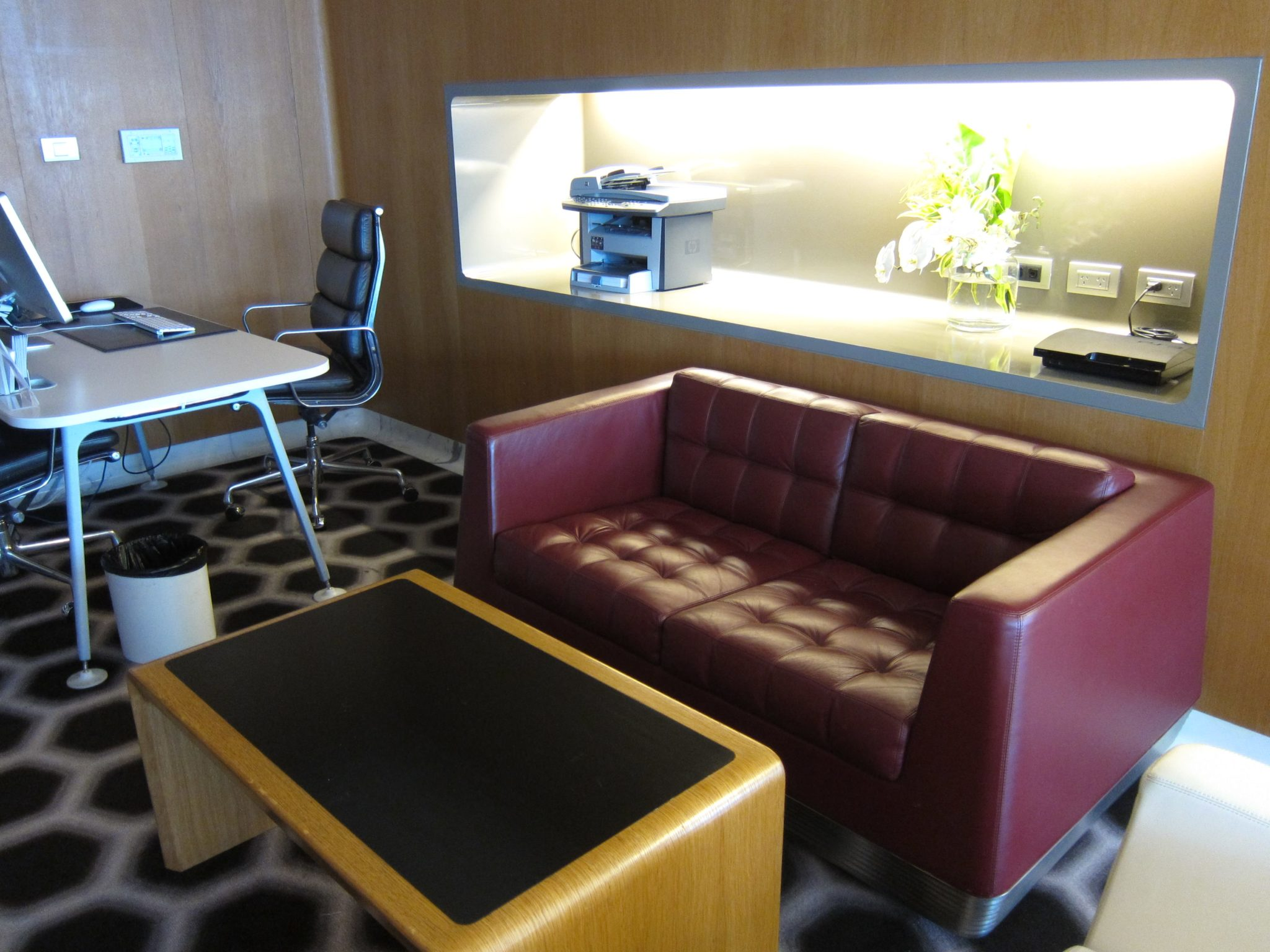 Qantas first class lounge work suites. Image: John Walton