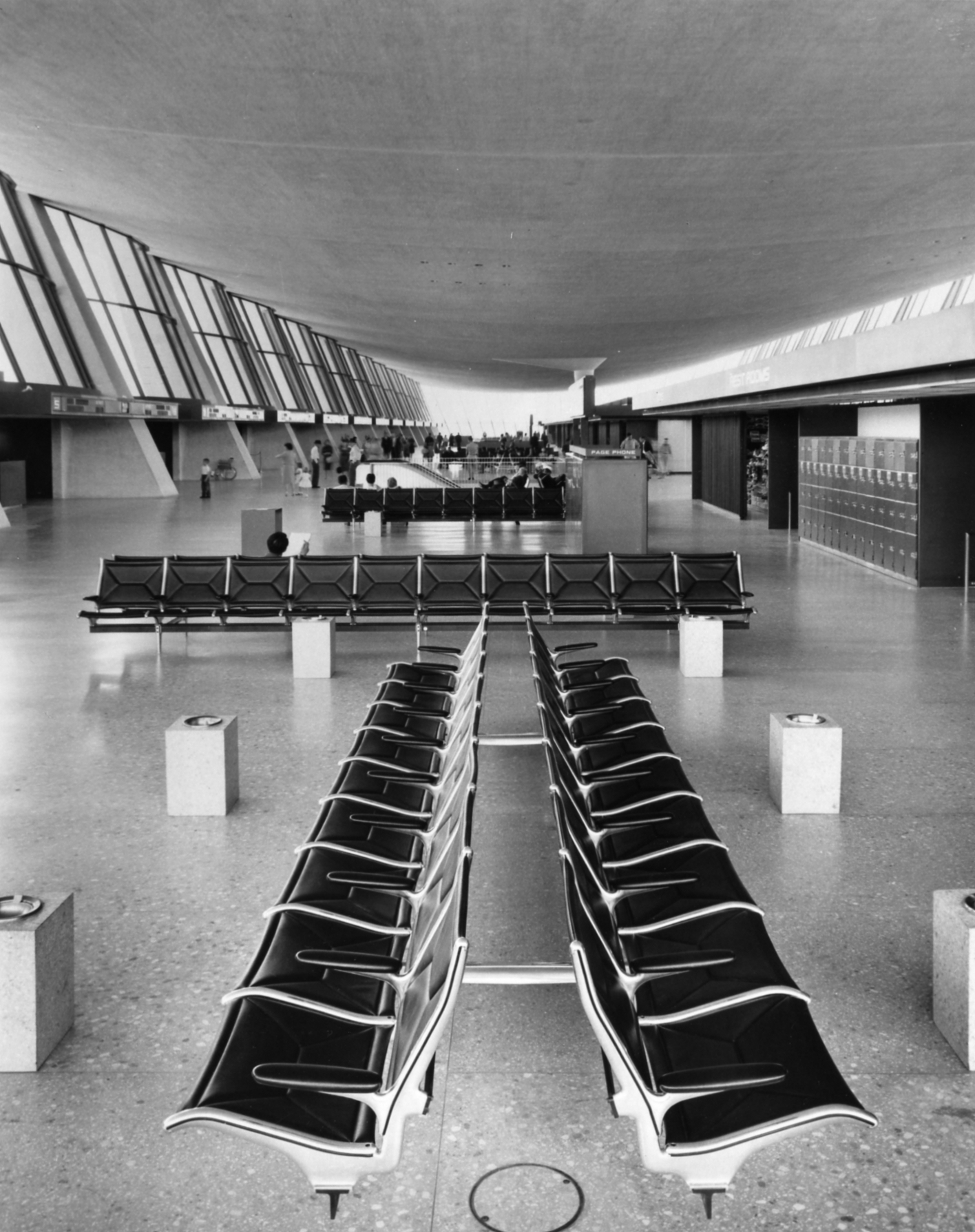 Eames Tandem Sling Seating within Eero Saarinen's terminal building at IAD. Image EAMES Office