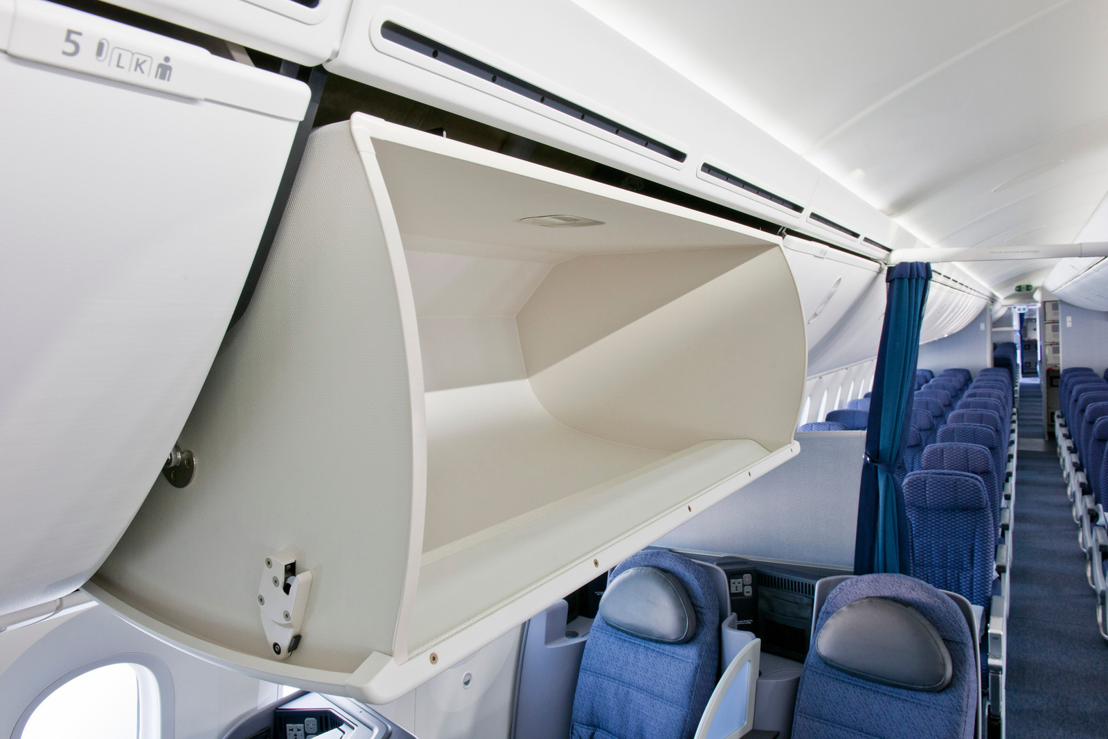United is working to keep the bins at the back of economy clearer of bags with Basic Economy allowances. Image: United