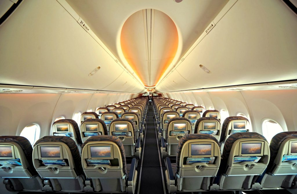 Rows of seats and seatback IFE screens on board a flydubai Boeing 737
