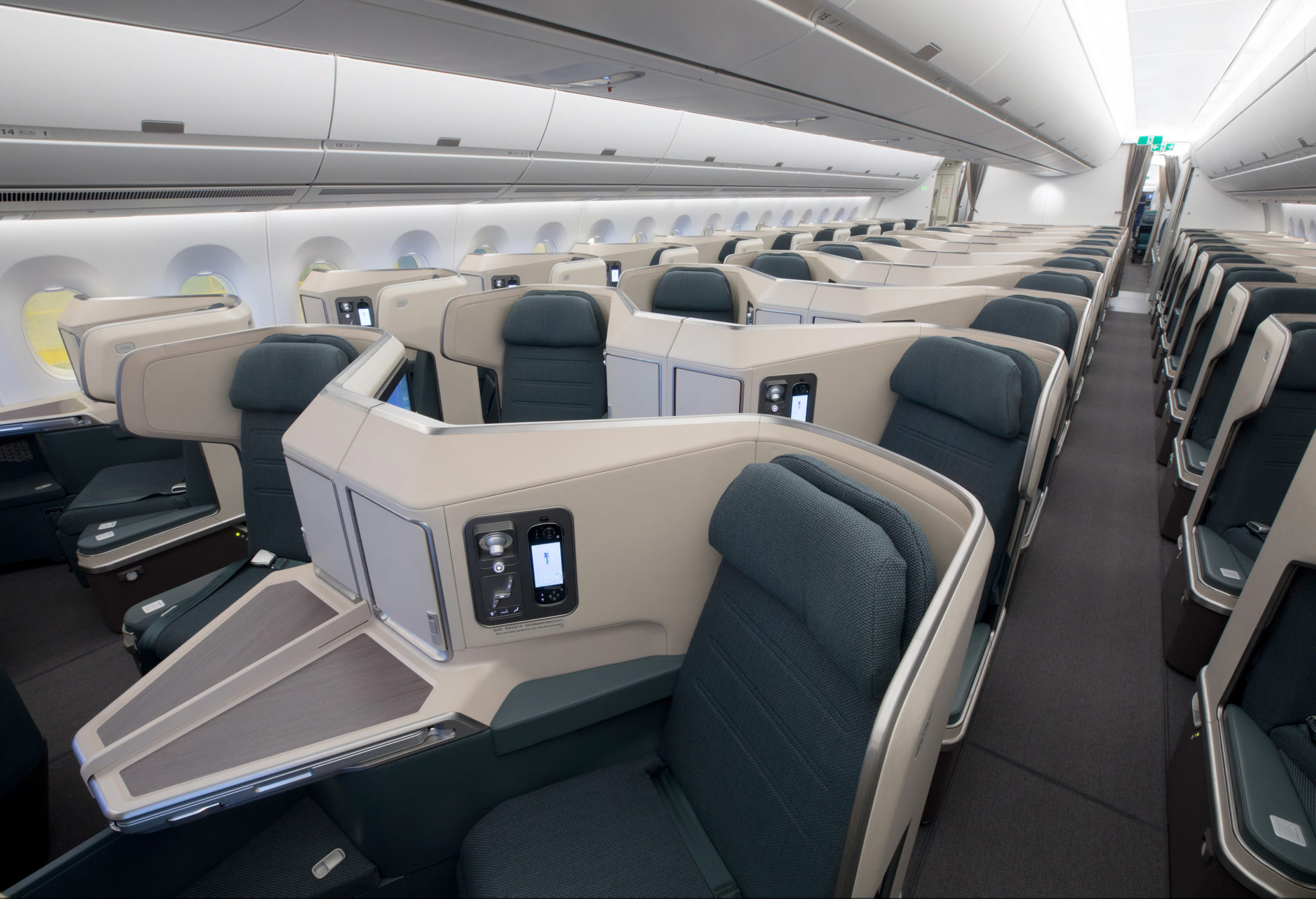 Reducing the time from order to first bite in a large business class cabin is crucial. Image - Cathay Pacific