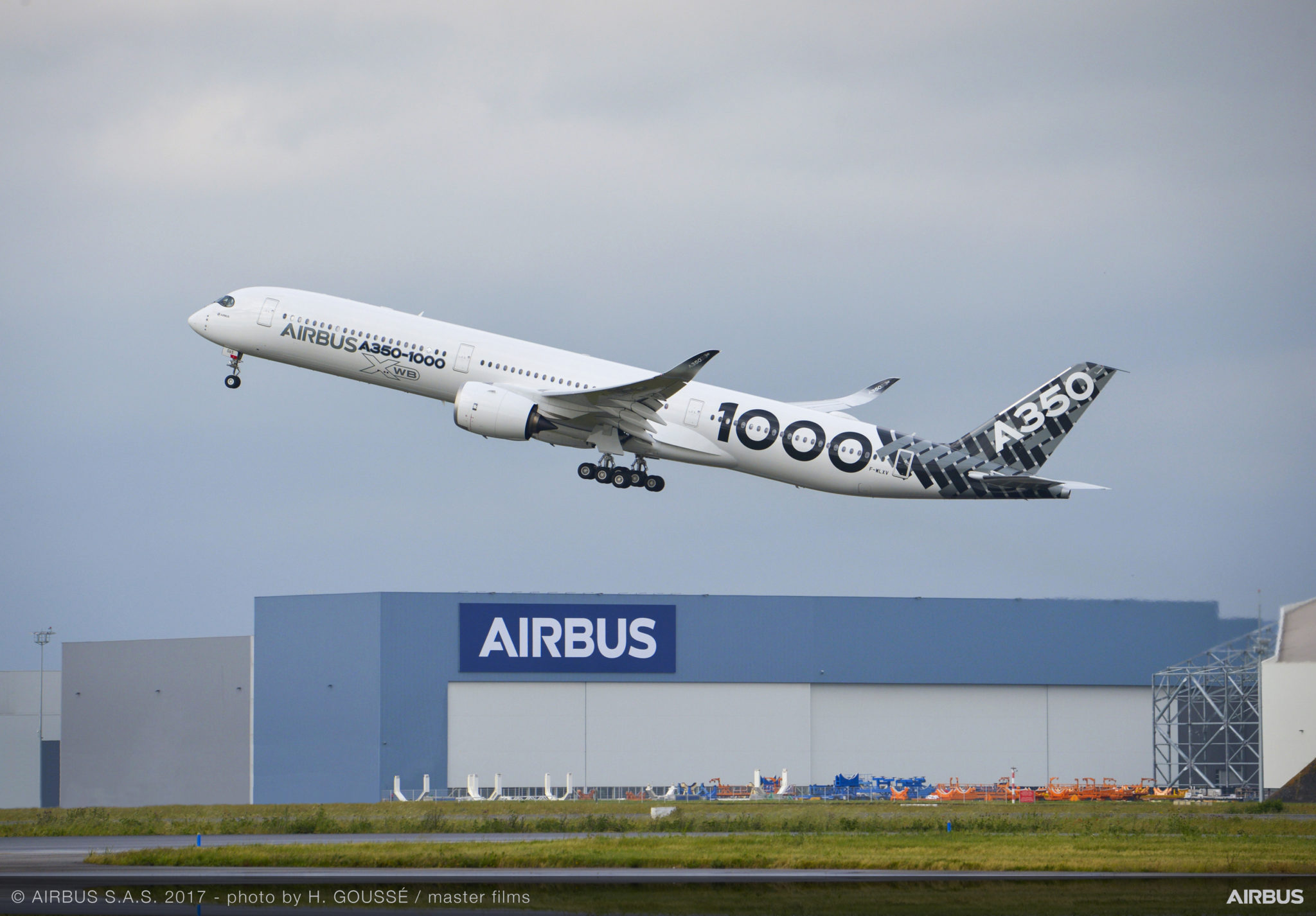 Airbus pushes 10-abreast A350 beyond leisure/charter markets
