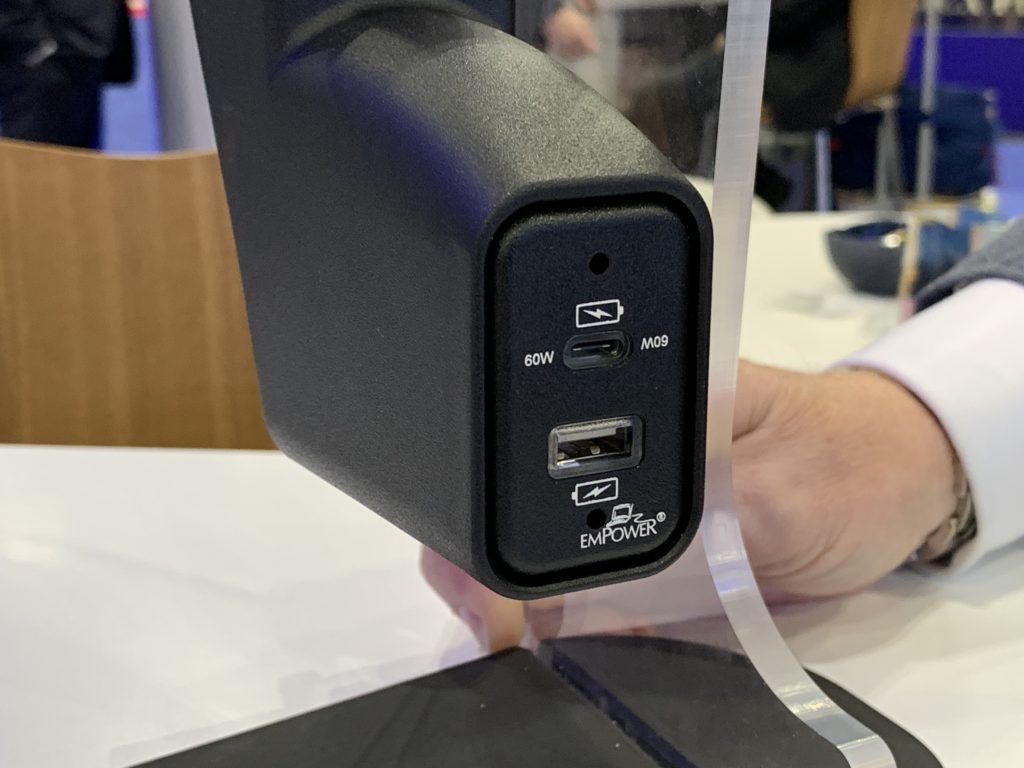 Astronics power port for aircrafts to charge personal devices
