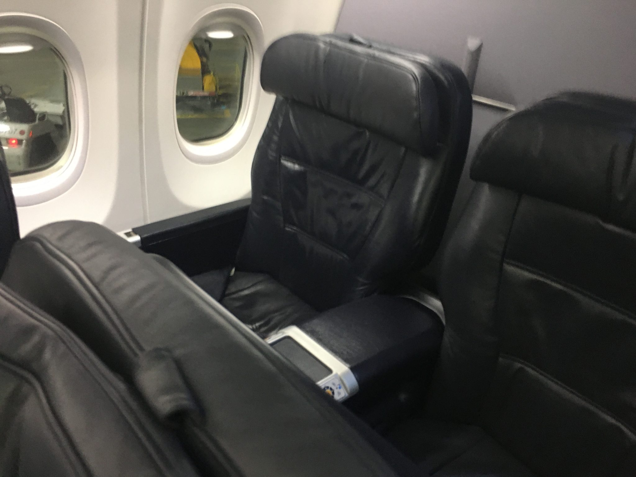 United First On 737ng Begs For Hard Product Upgrade But Soft Shines Runway Girlrunway Girl
