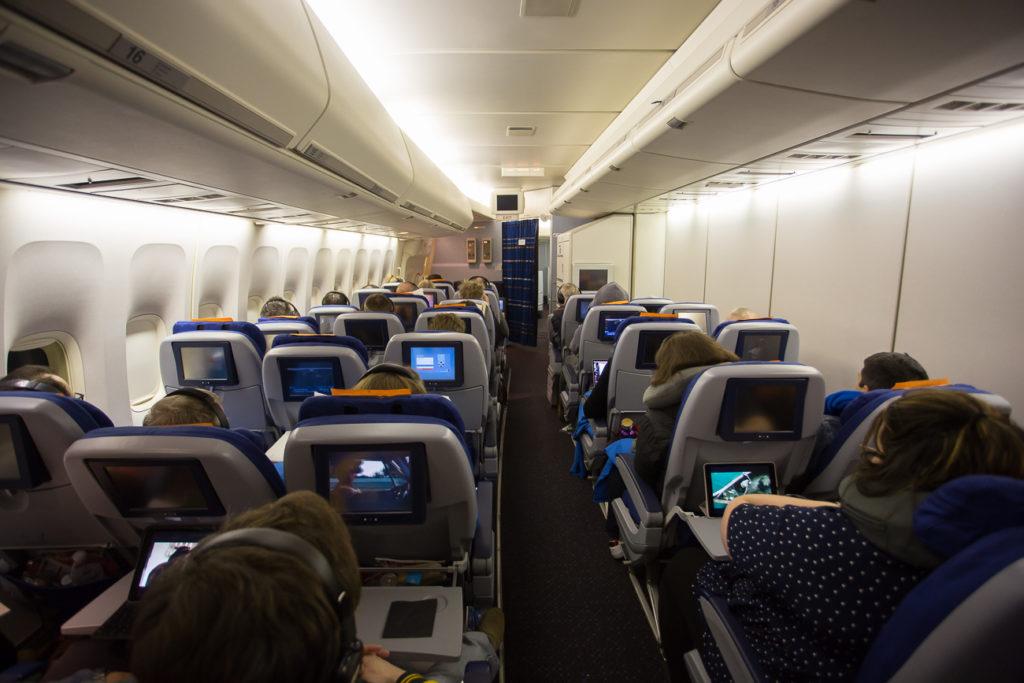 KLM 747-400 2-3 cabin layout