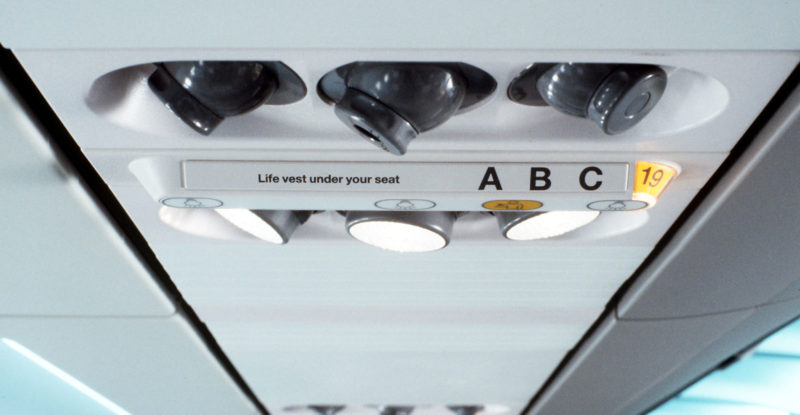 overhead passenger service unit with air vents