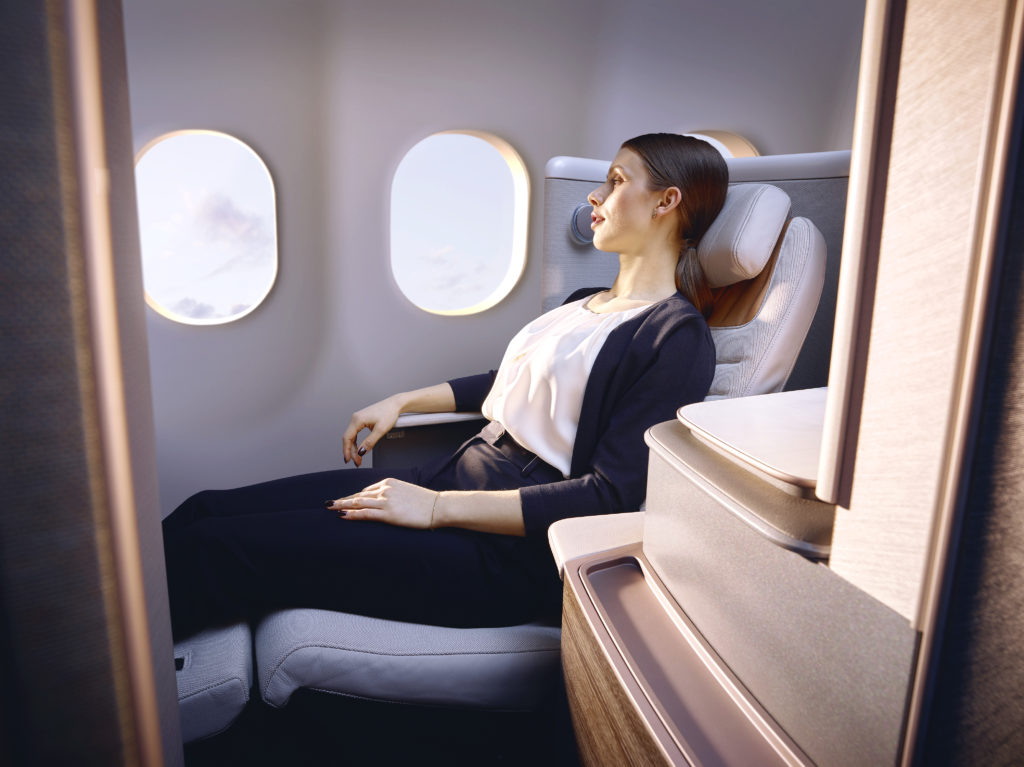 A woman reclines on the CL6720 seat. She is seen from the side, wearing pants. Her legs are stretched in front of her, supported by the lower part of the seat.