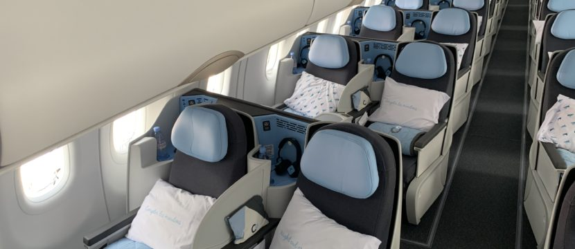 The PaxEx on board the A320neo ranges from all-business, as seen here on La Compagnie's A321neo, to all-economy. The La Compagnie premium seats have blue headrests, and bedding on each seat.