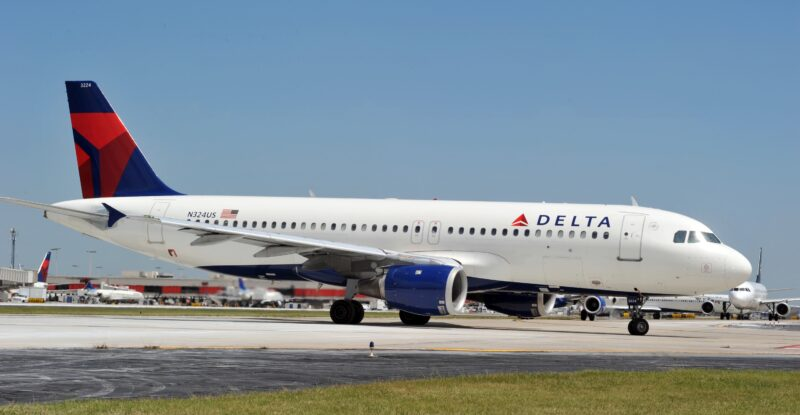 Delta A320 heading towards the runway