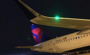 Delta A321 wing at night