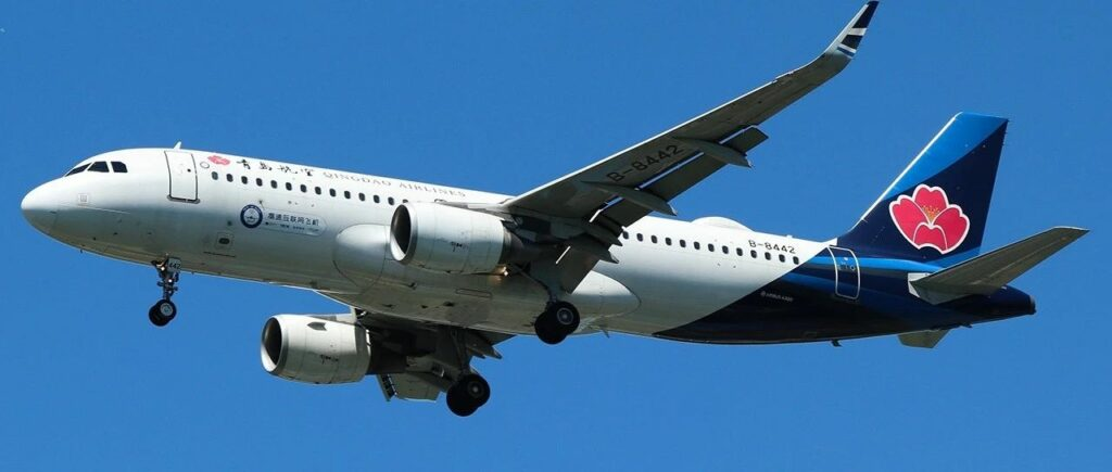 Qingdao aircraft equipped with China's first high-speed satellite internet system, inflight with a clear blue sky.