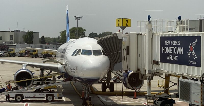 JetBlue Airbus A320 at the gate ready to be boarded.