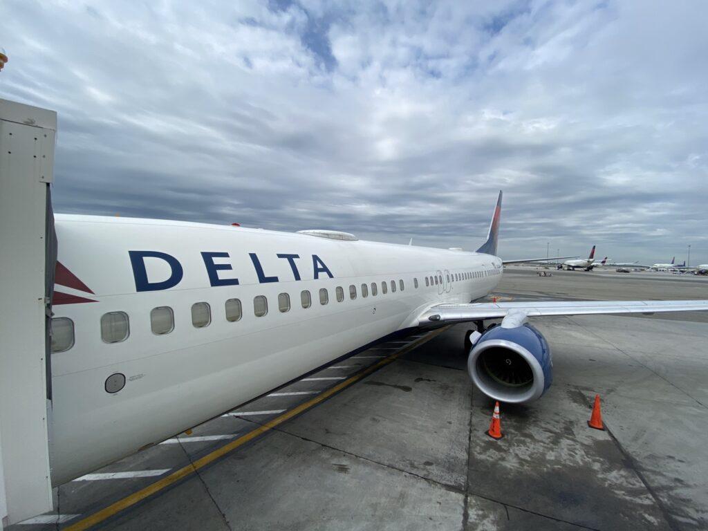 A Delta 737-900ER, with Gogo 2Ku hump, parked at the gate at JFK