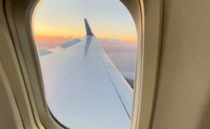 Image of 757 wing out the window of the aircraft