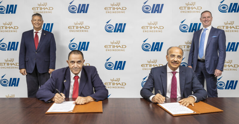 Etihad Engineering and IAI representatives signing a contract.