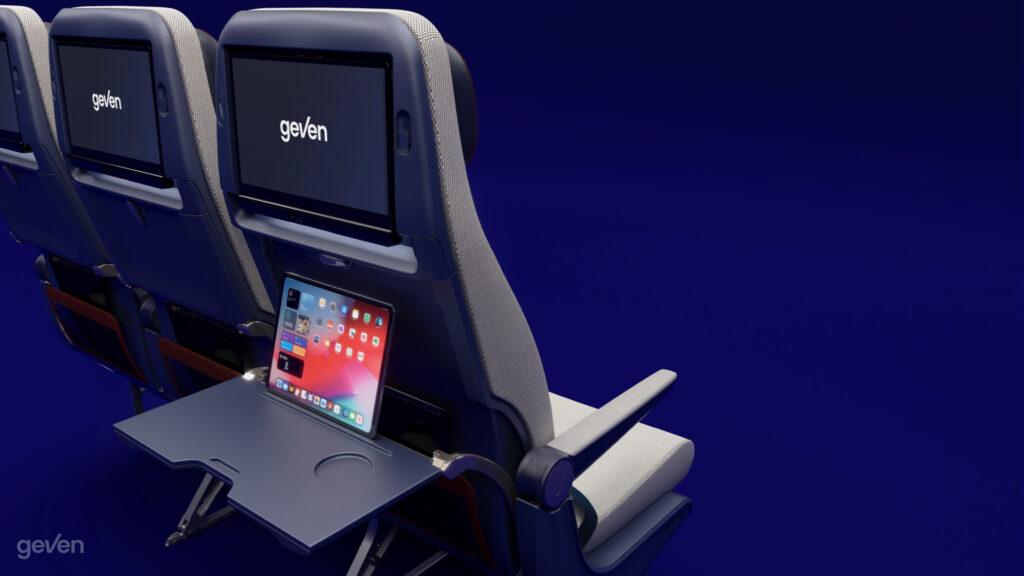 Tavolino e supporto PED per il sedile Elemento Economy Class di Geven su sfondo blu.