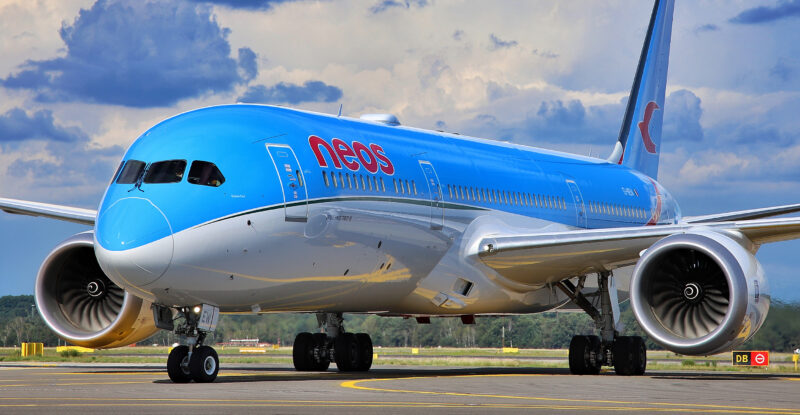 Neos' aircraft on the runway.