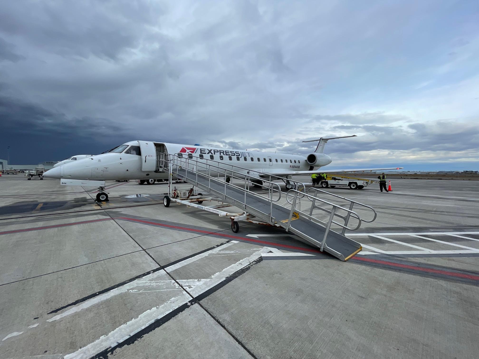 runwaygirlnetwork.com - US airline start-up aha! joins the pack